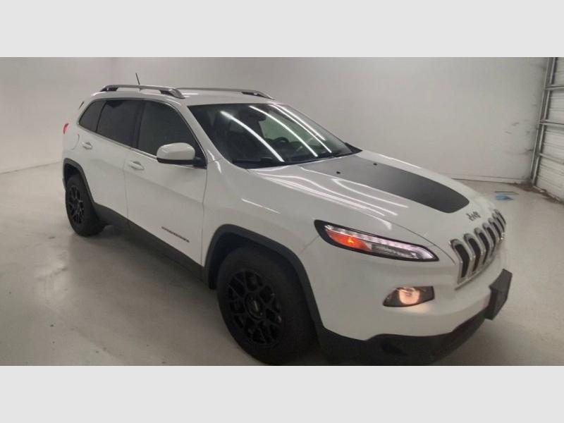 Jeep Cherokee Latitude 2015 price $13,800
