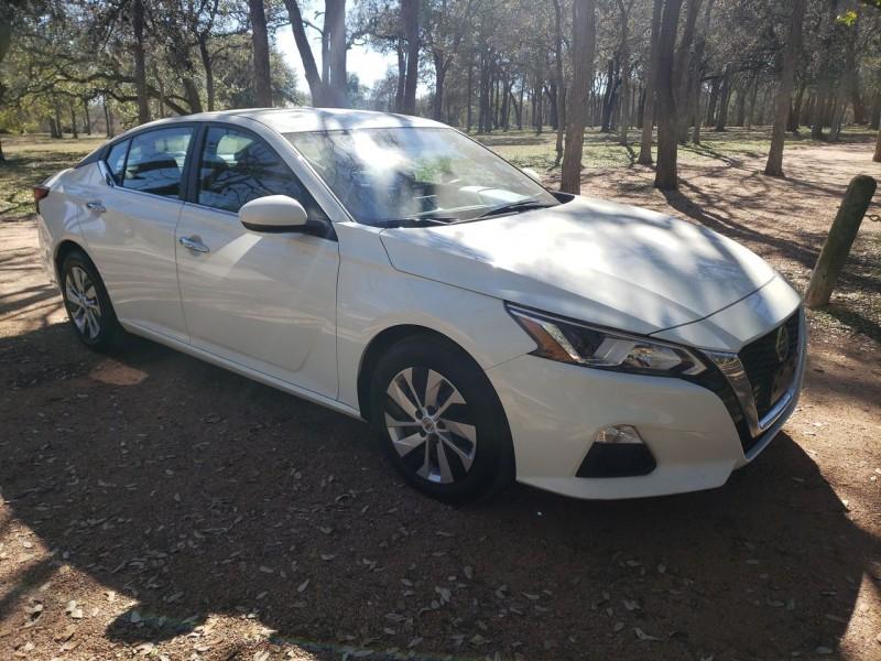 Nissan Altima 2019 price $17,800