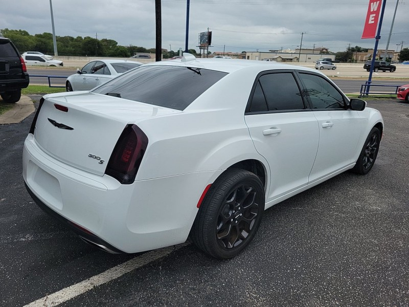 Chrysler 300S AWD 2019 price $26,600