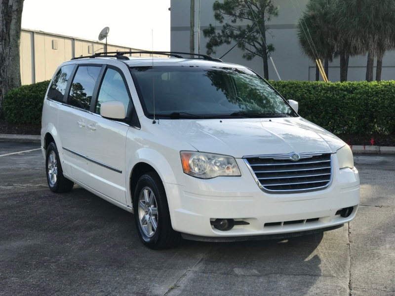 Chrysler TOWN & COUNTRY 2010 price $4,300