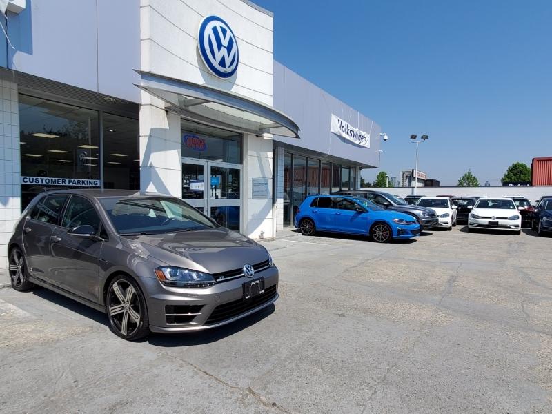 Volkswagen Golf R 2017 price $35,888