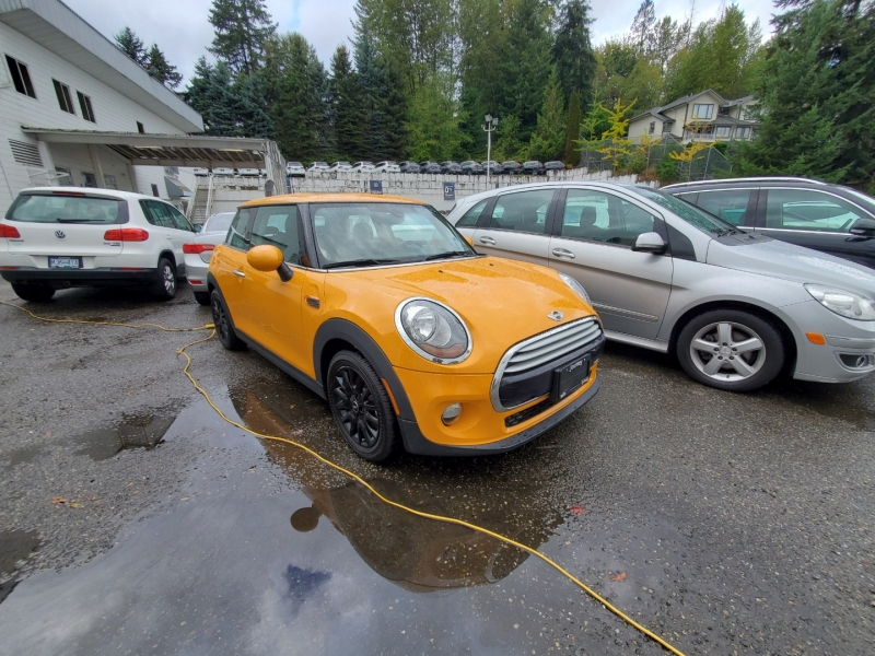 Mini Cooper Hardtop 2014 price $15,188