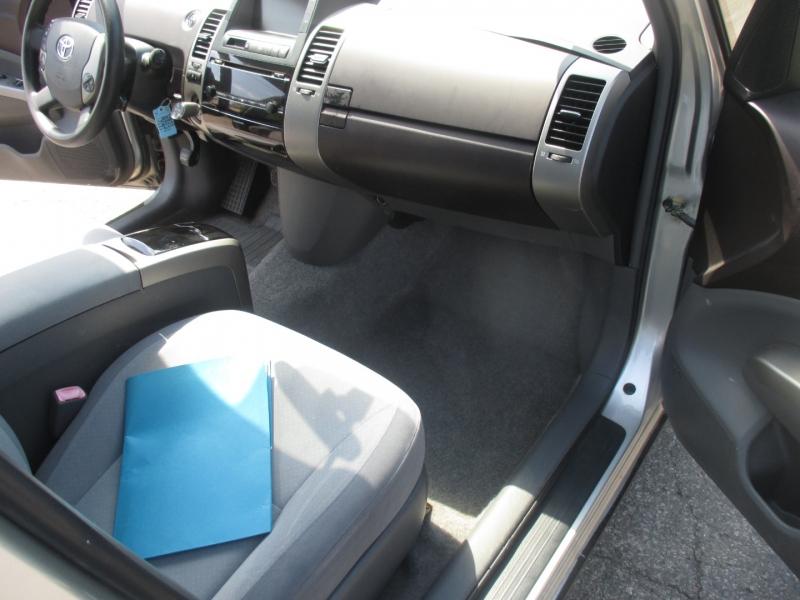 Toyota Prius 2005 price $3,499