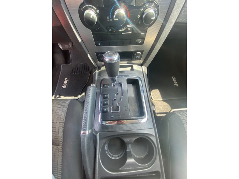Jeep Grand Cherokee 2010 price $10,500