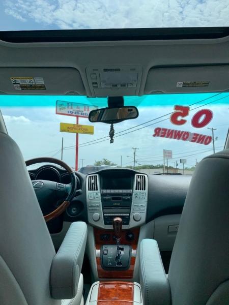Lexus RX 330 2005 price $9,950