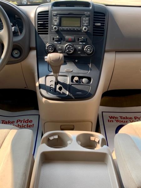 Kia Sedona 2010 price $9,950