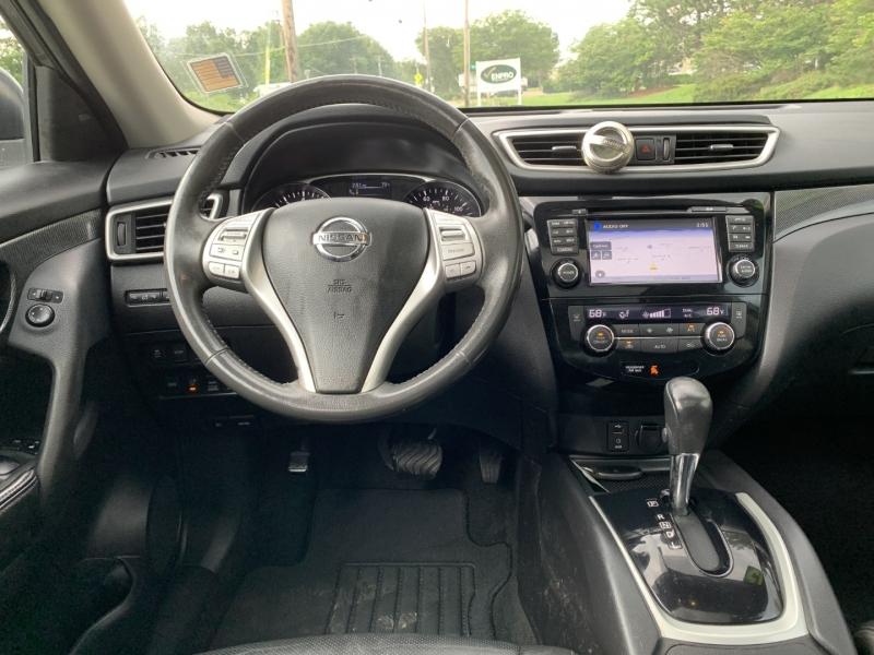Nissan Rogue 2015 price $8,995