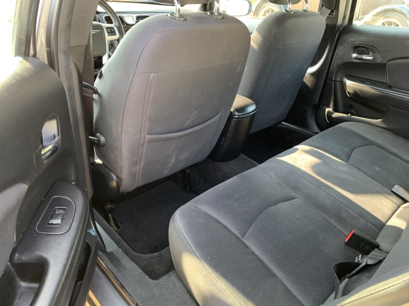 Chrysler 200-Series 2013 price $4,995