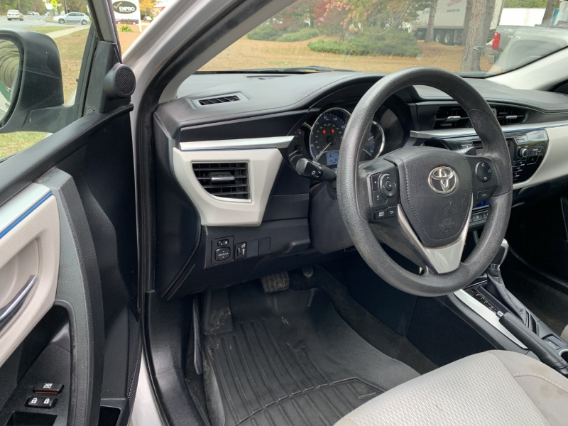 Toyota Corolla 2016 price $9,895