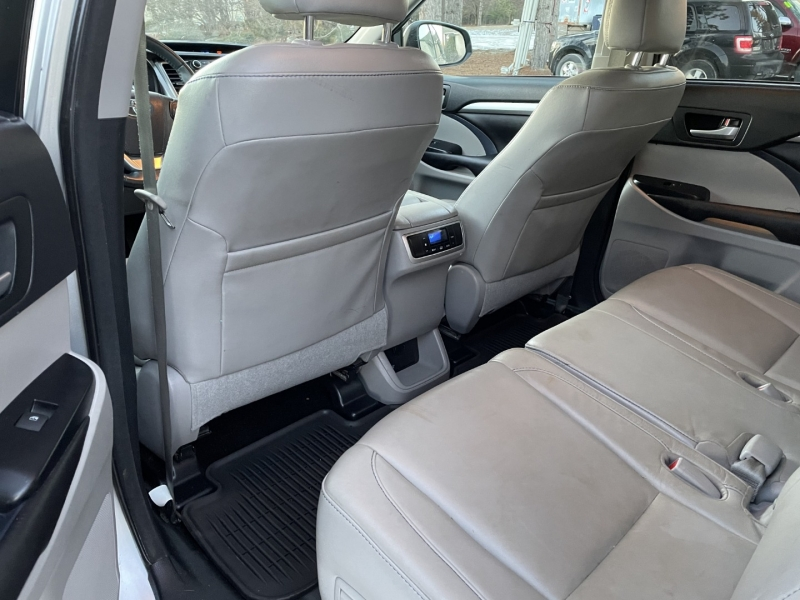 Toyota Highlander 2016 price $19,985