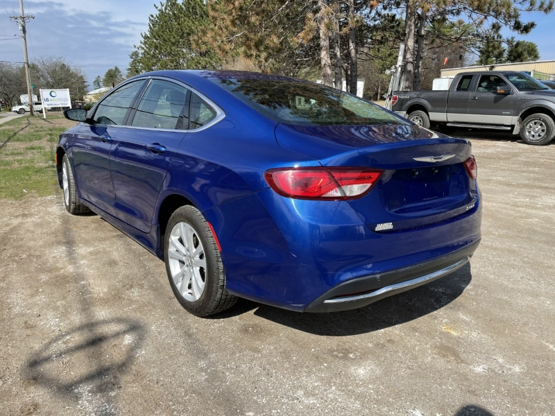 Chrysler 200 2015 price $10,895