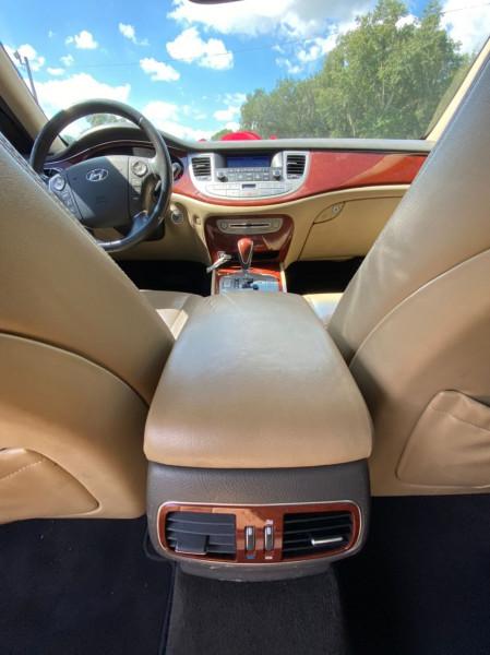 Hyundai GENESIS 2013 price $7,500