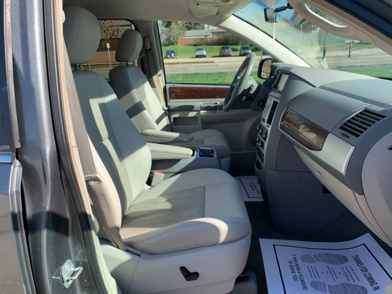 Chrysler Town & Country 2009 price SOLD