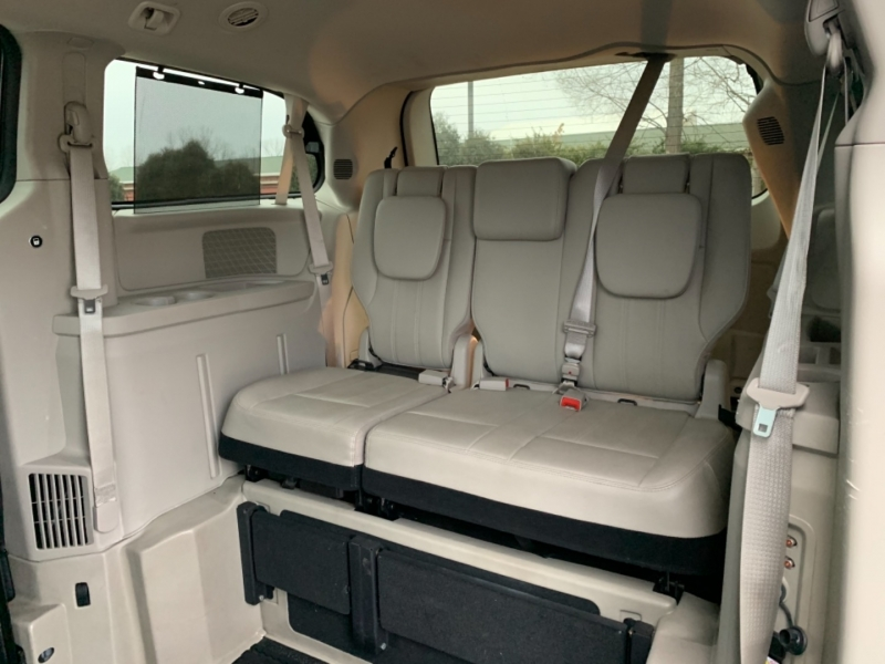 Chrysler Town & Country 2012 price $22,995
