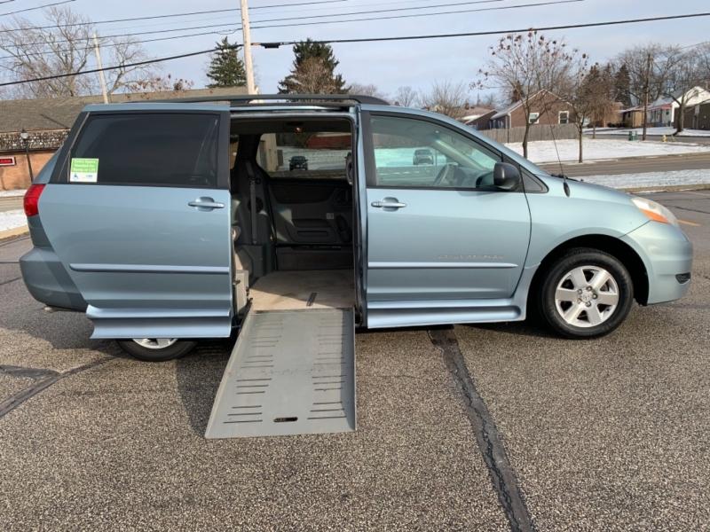 Toyota Sienna 2007 price SOLD