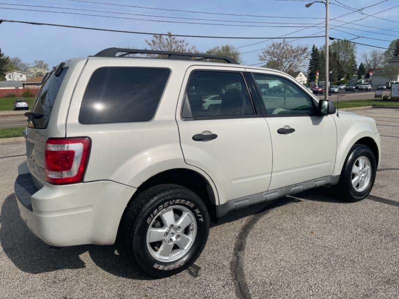 Ford Escape 2009 price $3,995