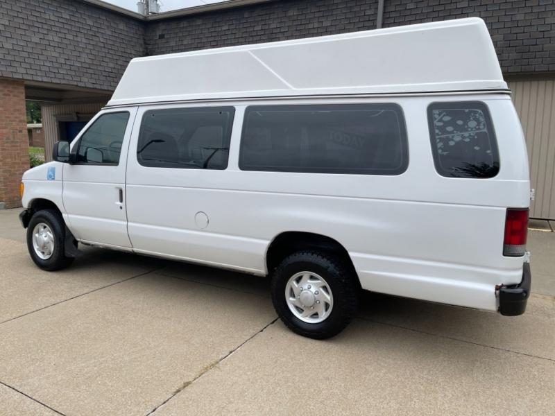 Ford Econoline Cargo Van 2004 price $8,995