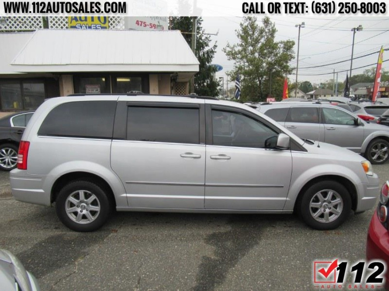 Chrysler Town & Country 2010 price $10,595