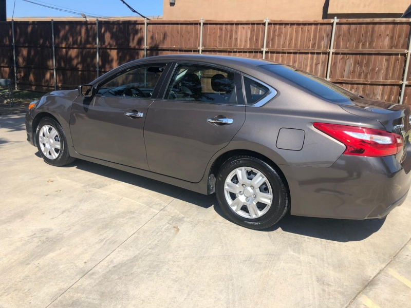 Nissan Altima 2016 price $10,500