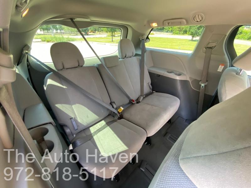 Toyota Sienna 2017 price $22,990