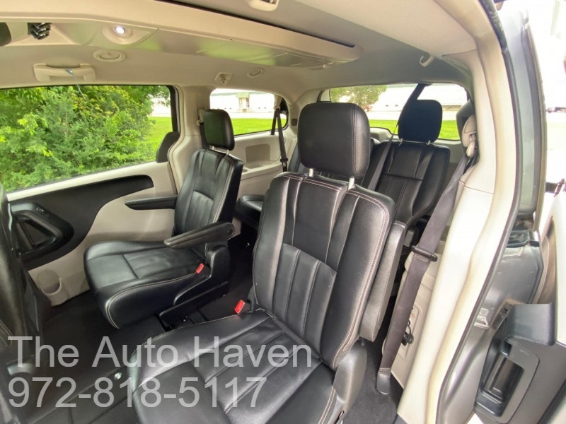 Chrysler Town & Country 2015 price $11,500