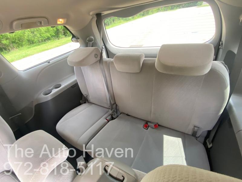 Toyota Sienna 2015 price $19,500