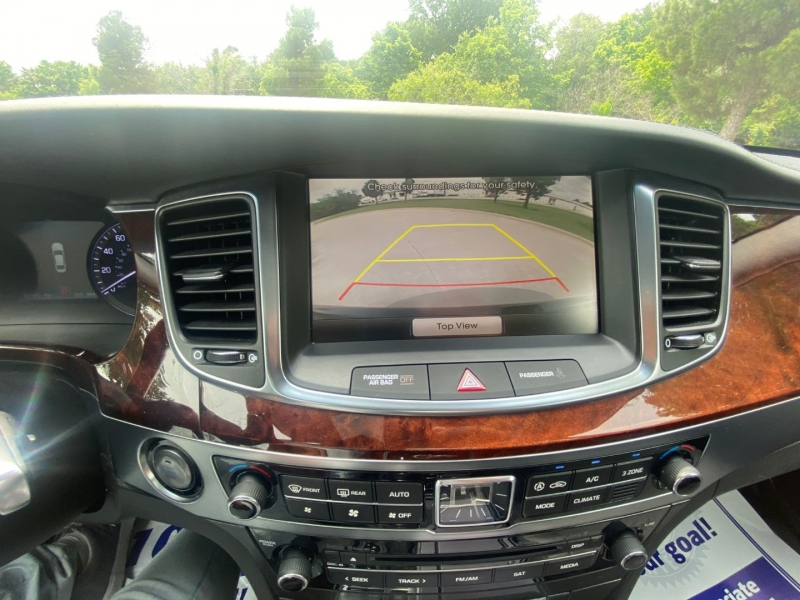 Hyundai Equus 2015 price $16,990