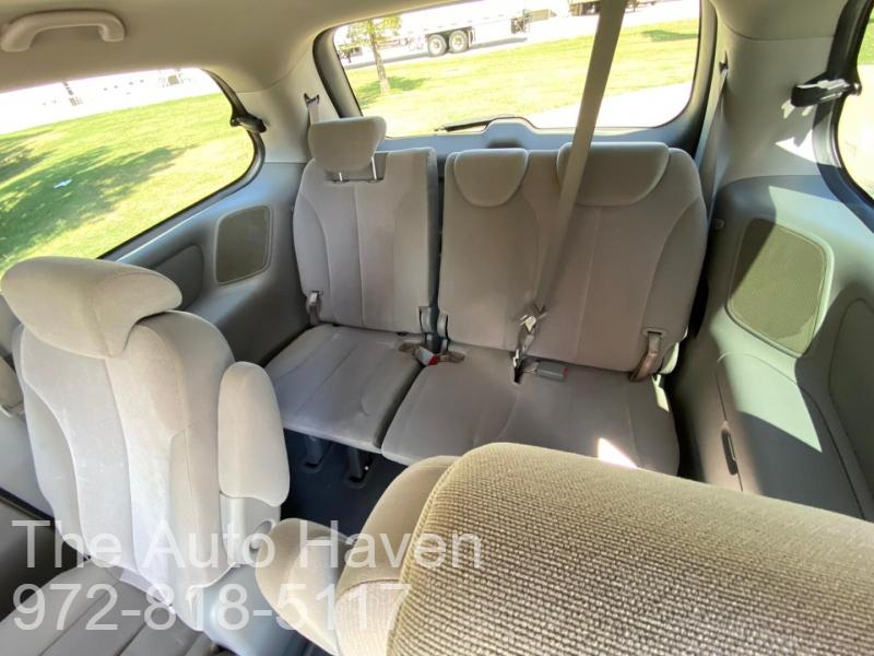 Kia Sedona 2009 price $6,990