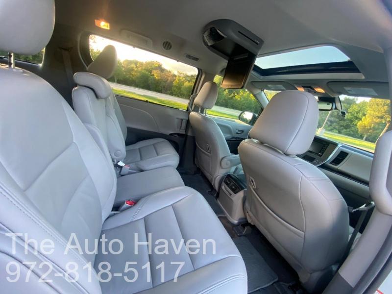 Toyota Sienna 2018 price $28,990
