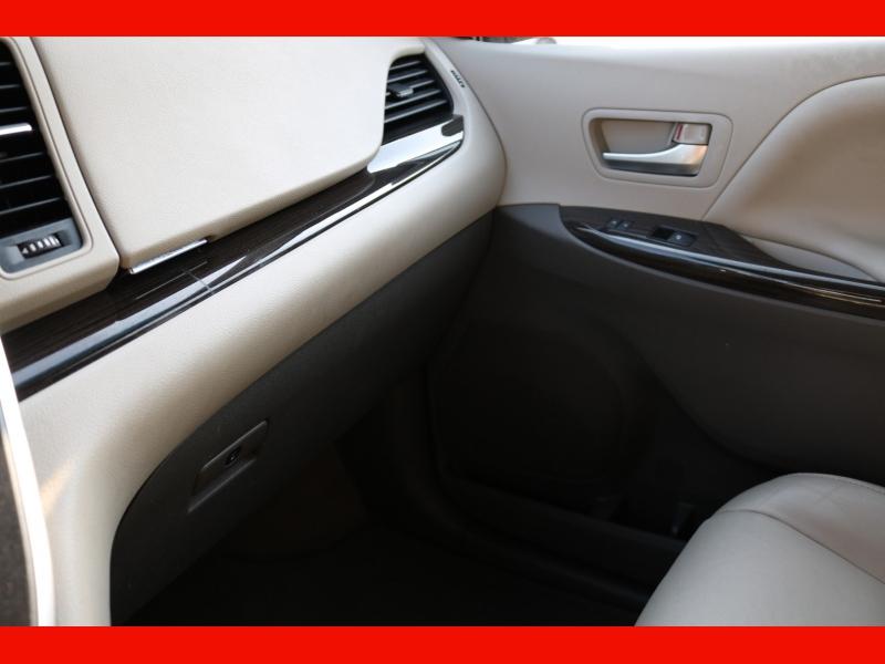 Toyota Sienna 2015 price $28,990