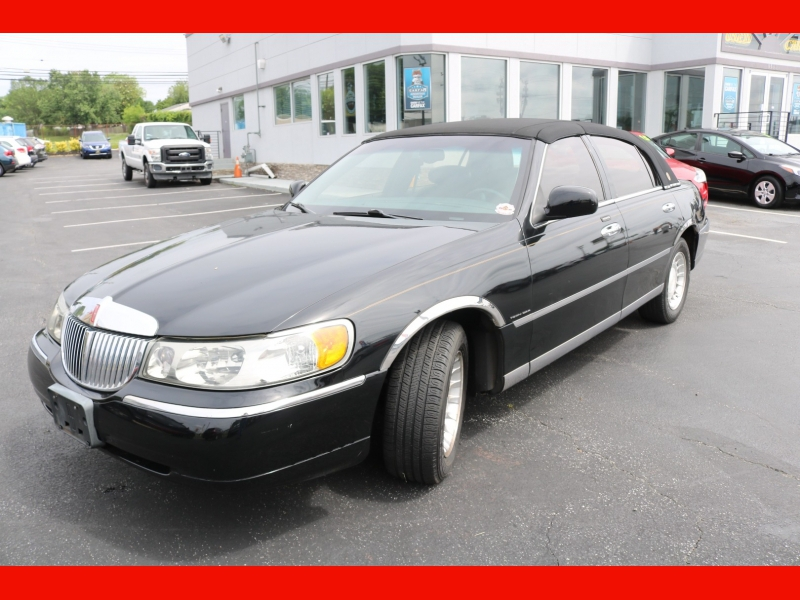 Lincoln Town Car 2001 price $7,990