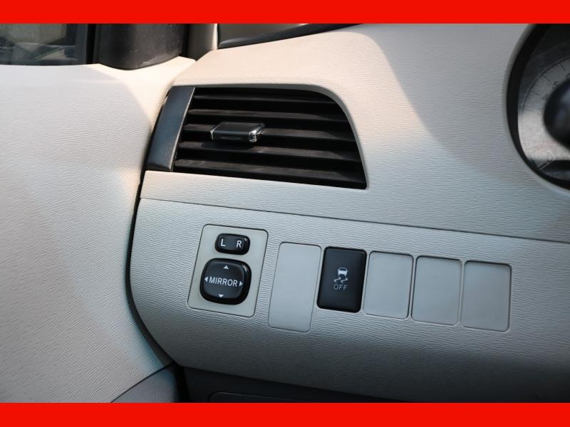 Toyota Sienna 2013 price $19,990