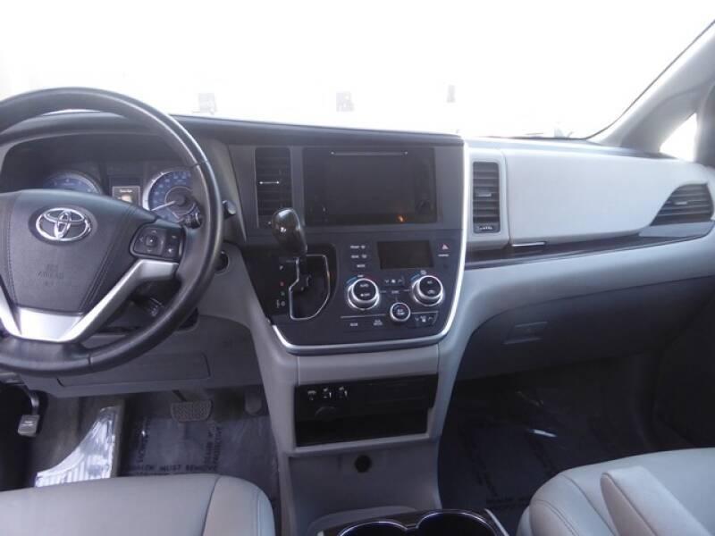 Toyota Sienna 2015 price $20,990