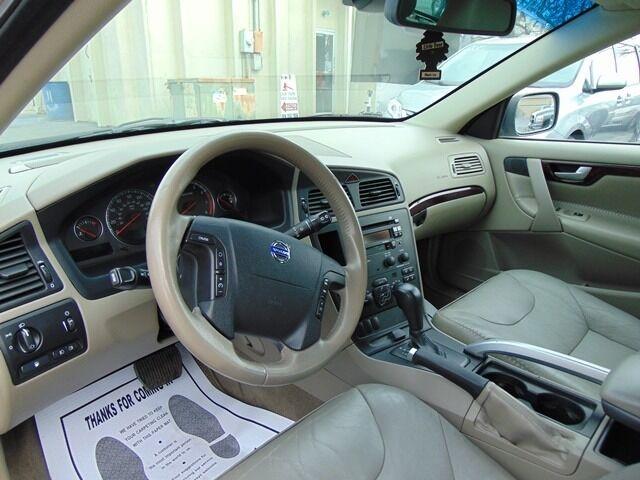 Volvo XC70 2004 price $3,990