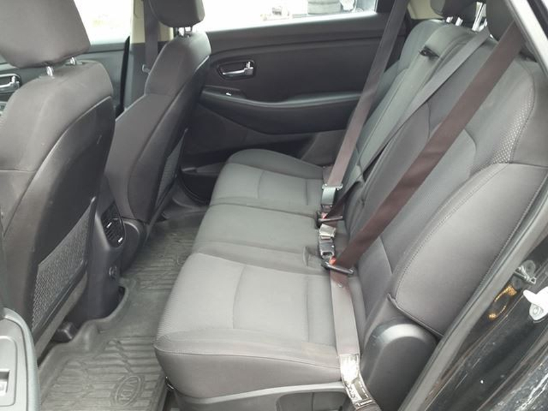 Kia Rondo 2014 price $10,995