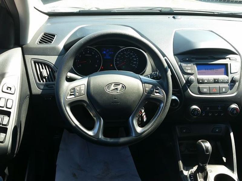 Hyundai Tucson 2015 price $13,995