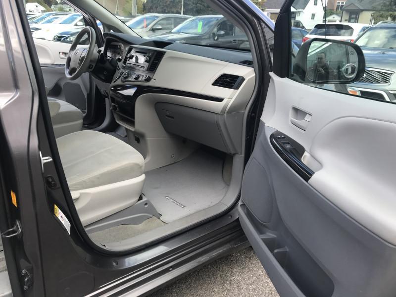 Toyota Sienna 2012 price $17,995