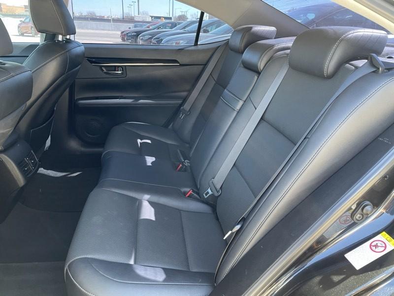 Lexus ES 2018 price $32,125