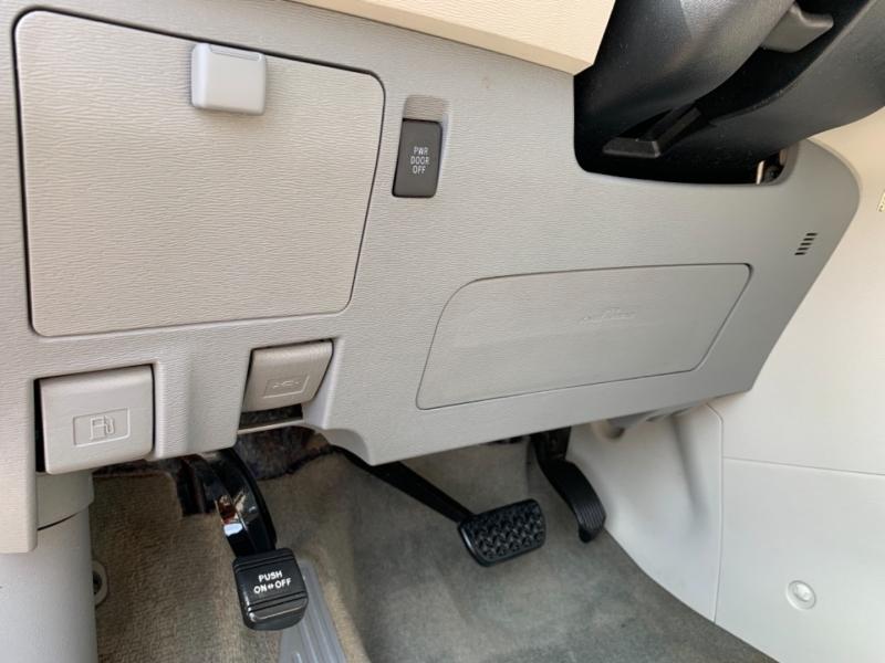 Toyota Sienna 2012 price $11,500
