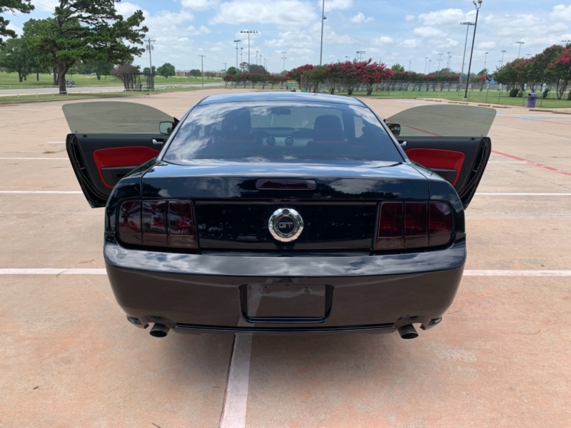 Ford Mustang 2005 price $12,900