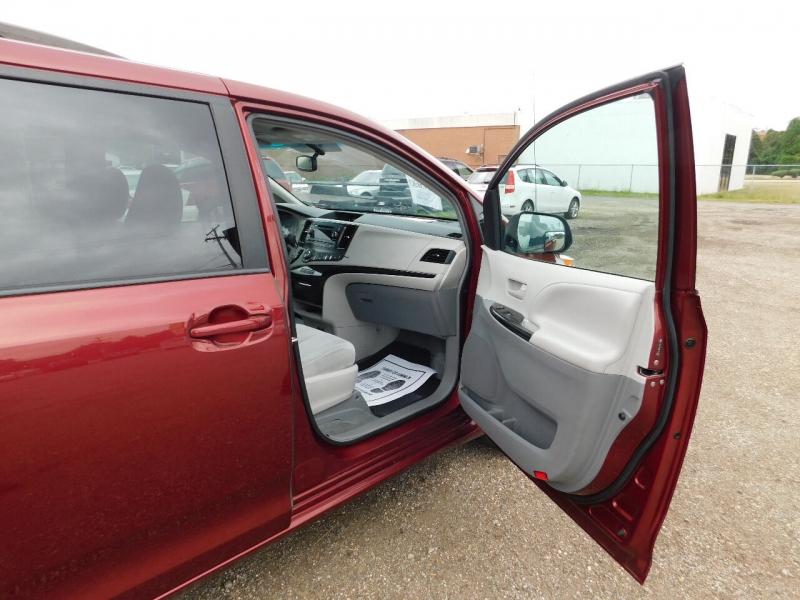 Toyota Sienna 2014 price $19,999