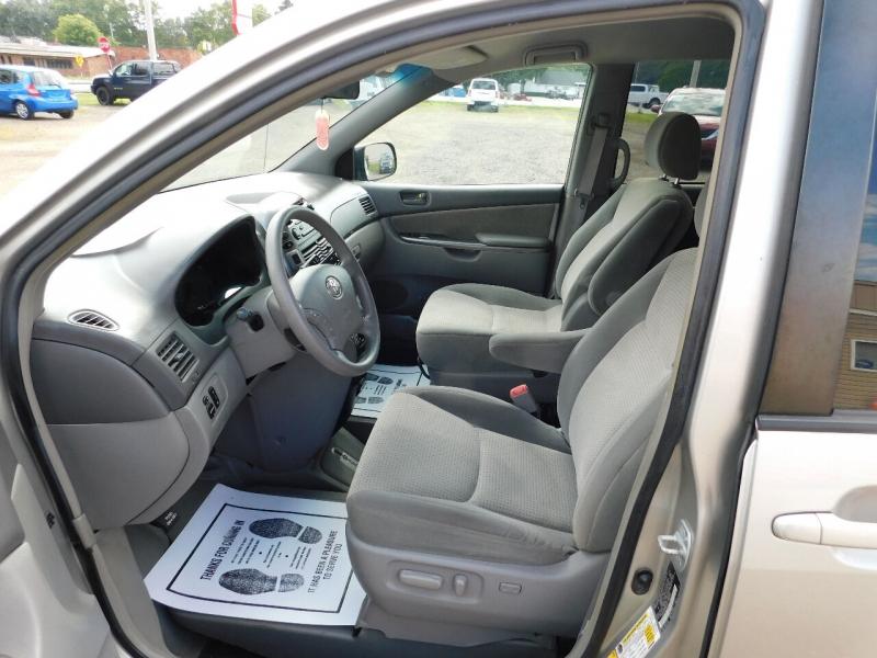 Toyota Sienna 2007 price $9,990