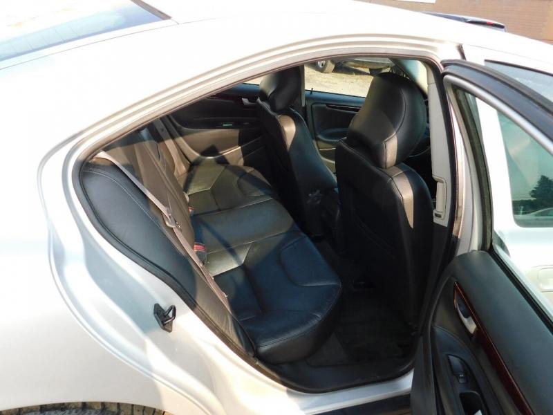 Volvo S60 2004 price $2,990