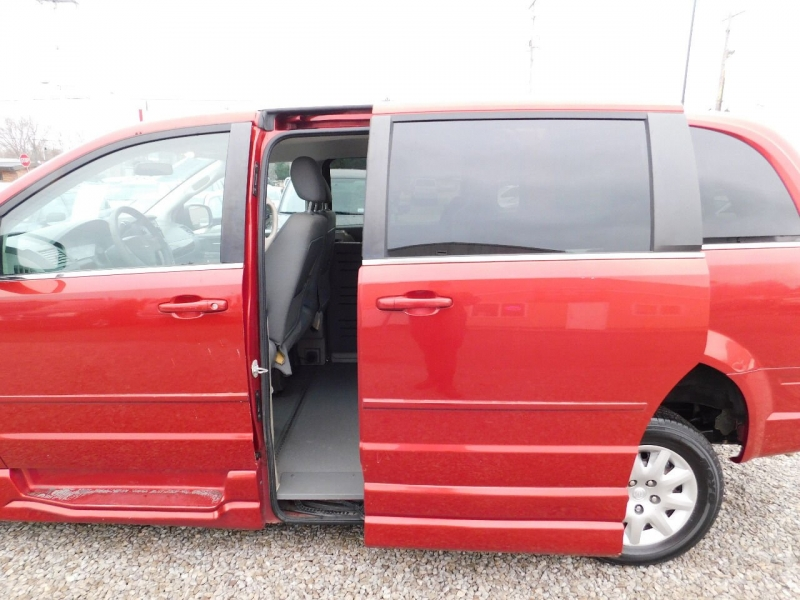Chrysler Town and Country 2010 price $10,990