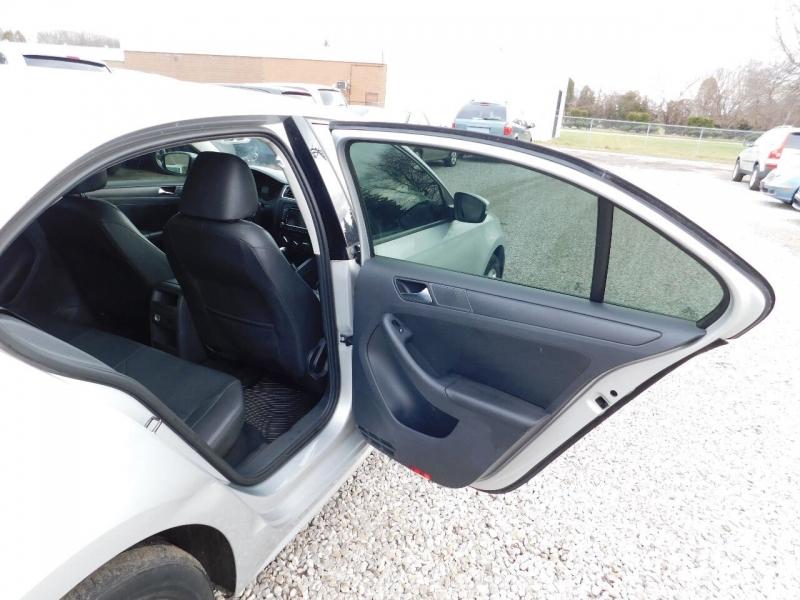 Volkswagen Jetta 2011 price $3,300