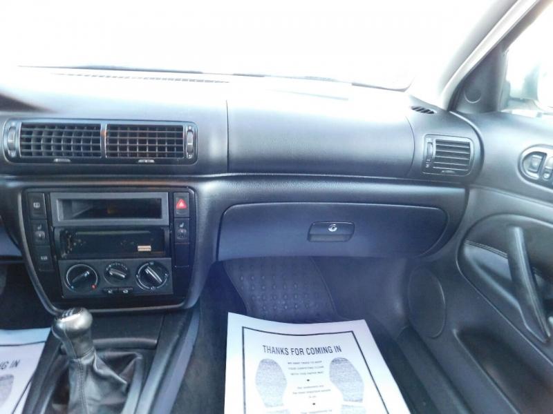 Volkswagen Passat 2002 price $2,900