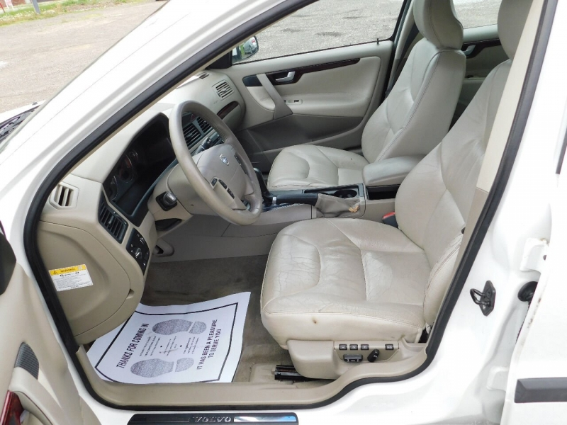 Volvo V70 2004 price $3,700