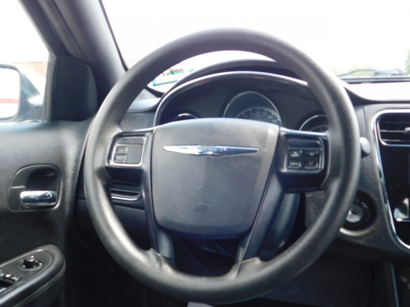 Chrysler 200 2012 price $5,890