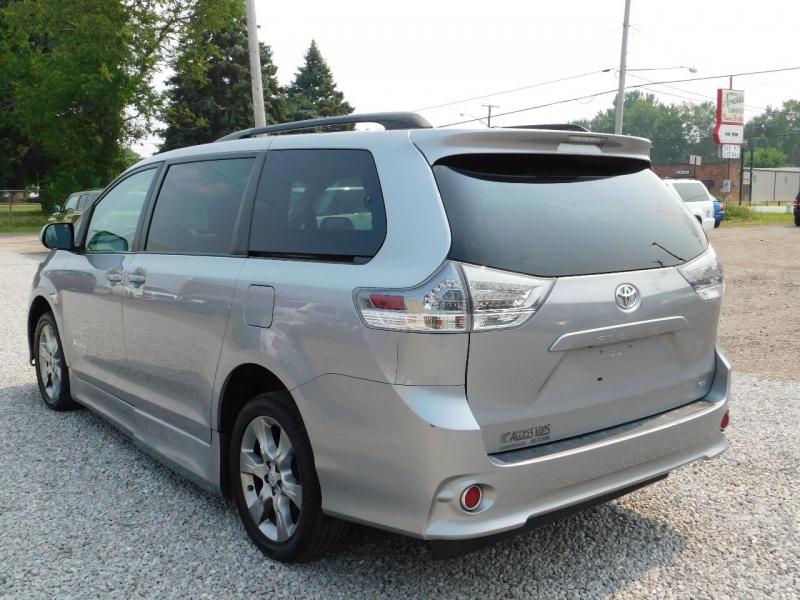 Toyota Sienna 2011 price $18,990