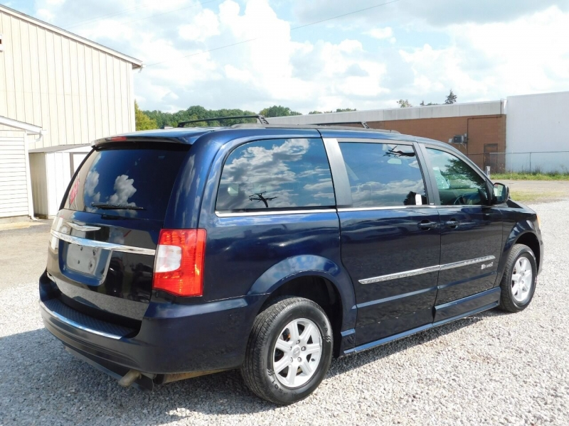 Chrysler Town and Country 2011 price $12,990
